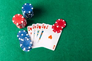 high-angle-view-royal-flush-playing-cards-with-casino-chips-poker-table